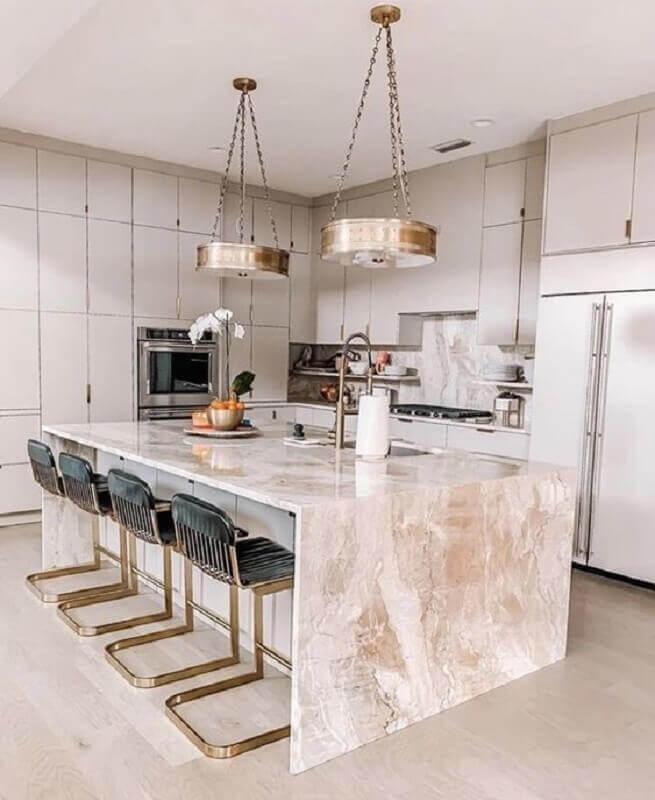 cozinha sofisticada decorada com bancada de mármore para ilha