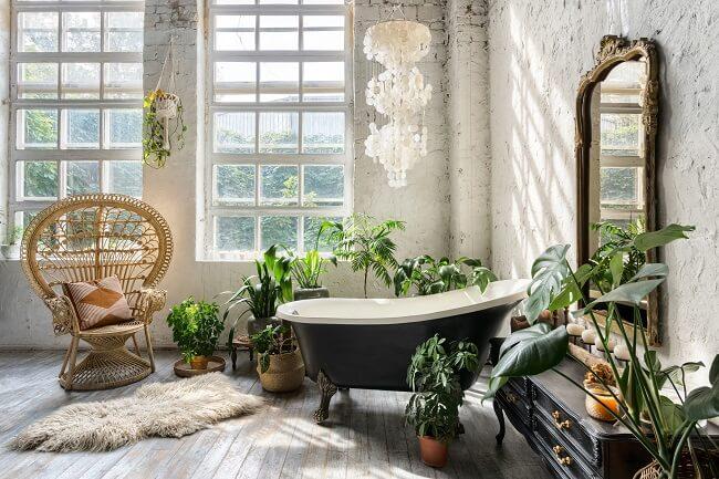 A poltrona rattan no banheiro vai ajudar a dar aquele toque tropical no cômodo