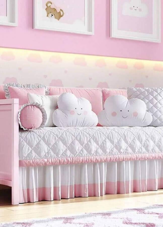 Almofadas para quarto de bebê decorado com estilo lúdico