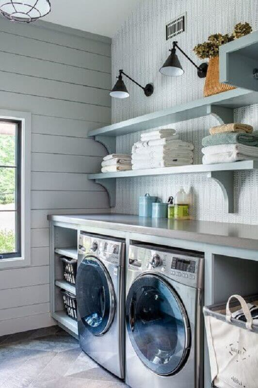 Decoração com prateleira para lavanderia planejada