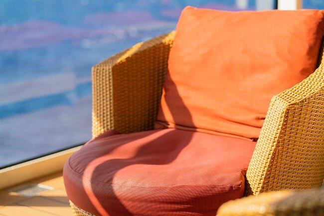 A poltrona rattan pode ser muito bem usada na sacada ou varanda