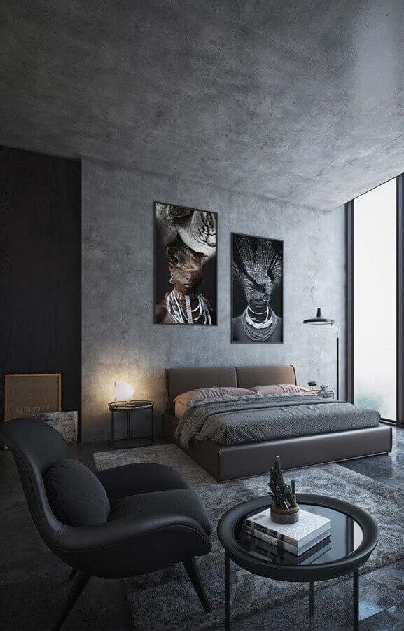 decoração com poltrona preta para quarto cinza moderno