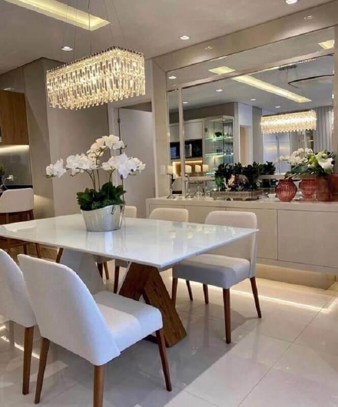 Aparador buffet com espelho para decoração de sala de jantar sofisticada