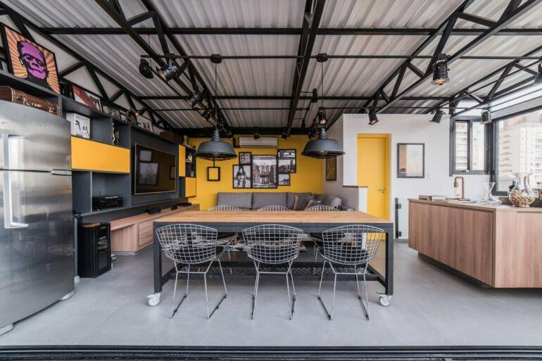 A cadeira Bertoia cromada se conecta com o estilo industrial