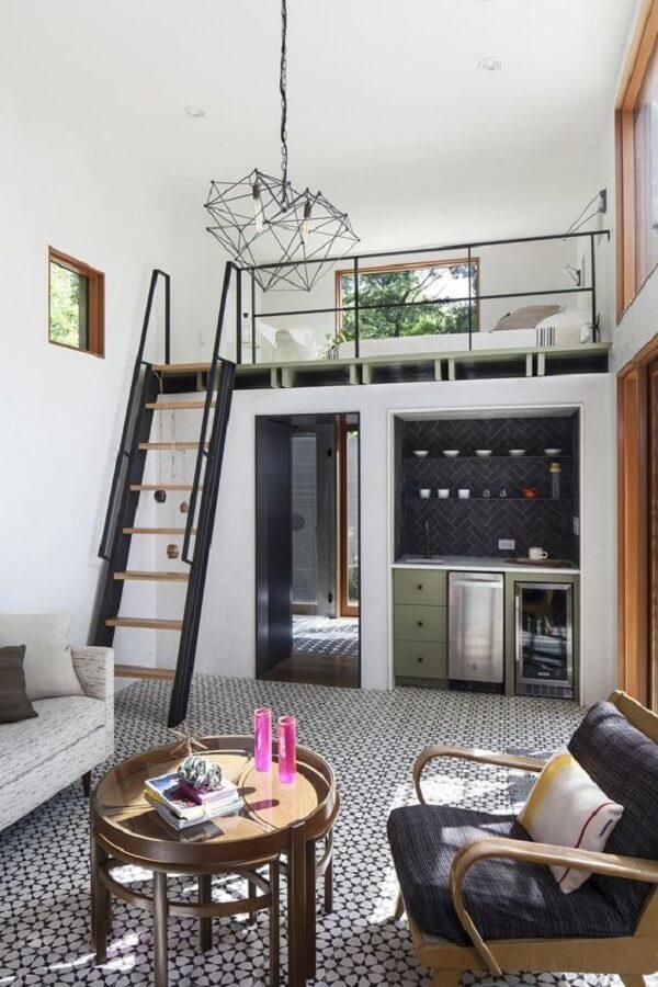 A cama no mezanino otimiza o espaço em casas pequenas