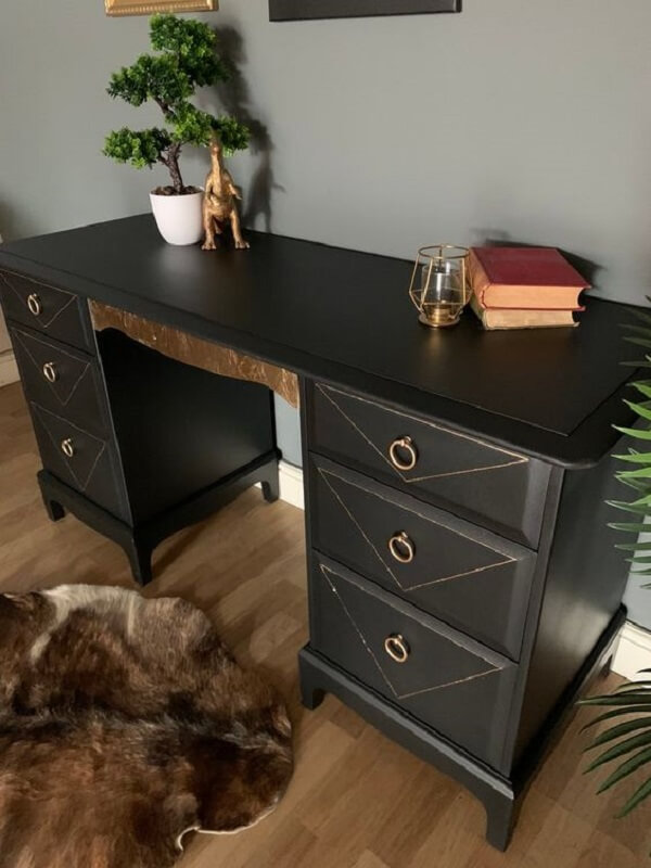A escrivaninha penteadeira preta é uma peça coringa para se ter no quarto