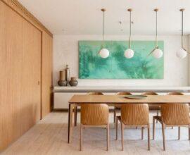 A luminária moderna se destaca na decoração da sala de jantar. Fonte: Suite Arquitetos