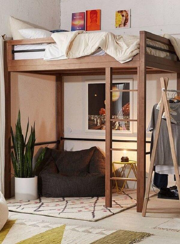 A parte abaixo da cama mezanino pode ser usada como um espaço para relaxamento e descanso