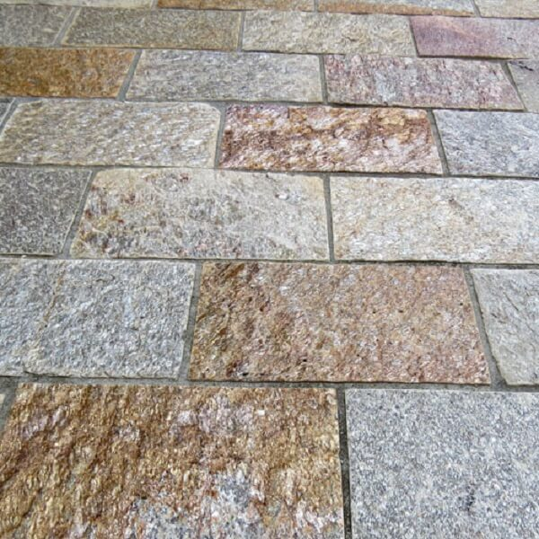 A pedra Goiás é um revestimento de pedra natural muito usada em piso