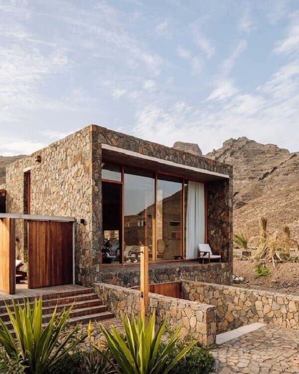 A pedra bolão é um tipo de revestimento de pedra para muro