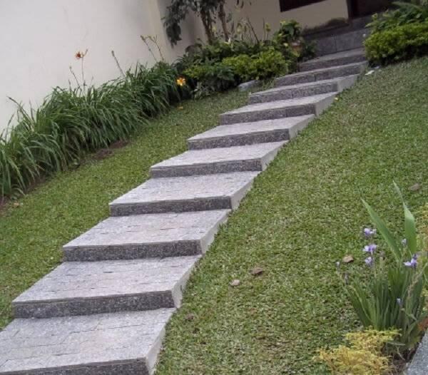A pedra de revestimento miracema é muito utilizada em escada devido sua superfície antiderrapante