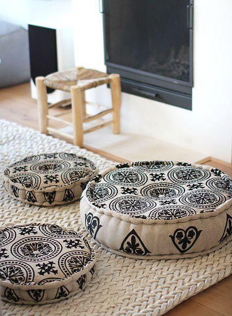 Almofada estampada redonda de diferentes tamanhos