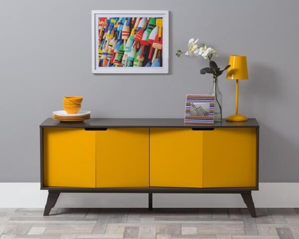 Aparador amarelo com design moderno