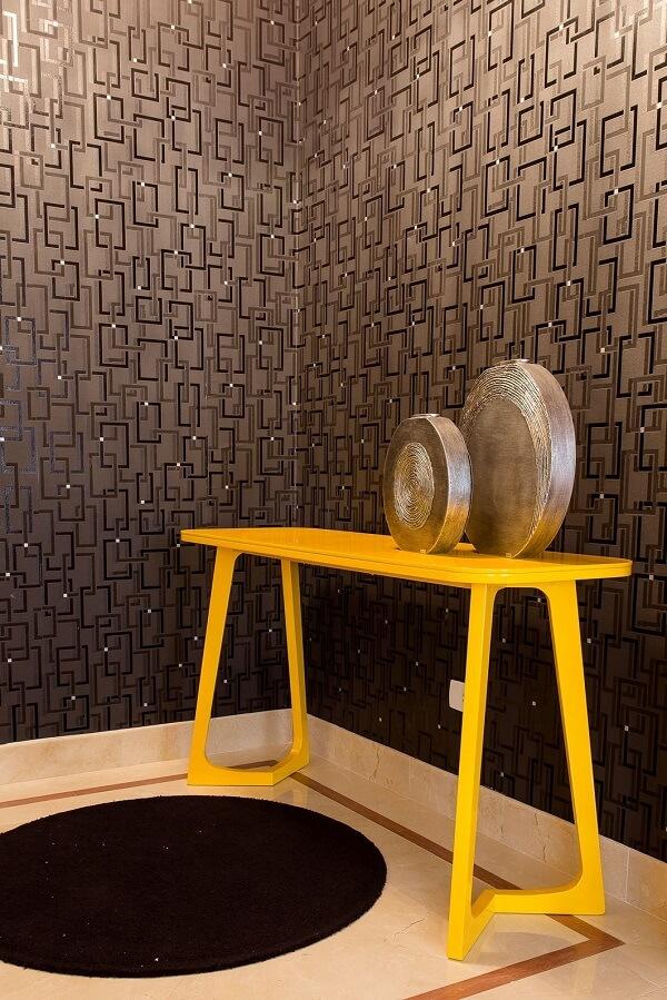 Aparador amarelo para sala ou hall de entrada