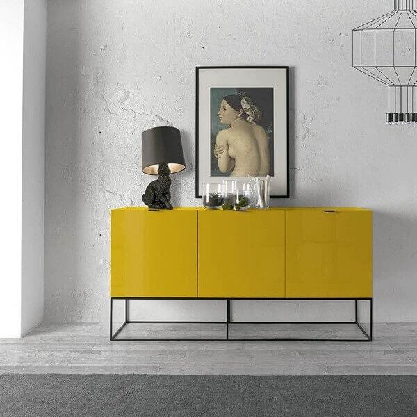 Aparador de sala amarelo com design moderno
