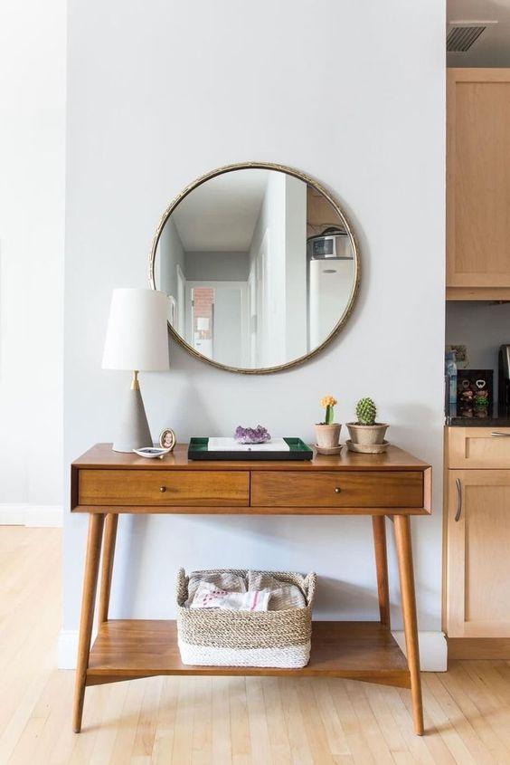Aparador retro de madeira com espelho