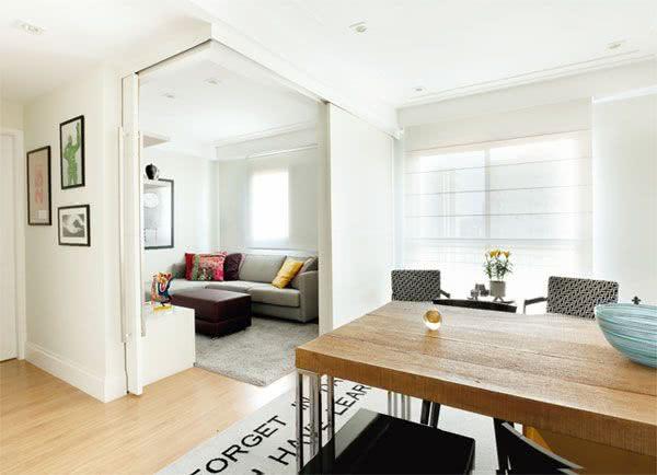 Apartamento pequeno com porta de correr para sala