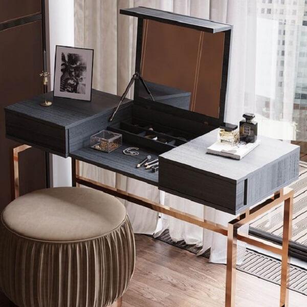 Aposte em modelos modernos de penteadeira preta para deixar no seu quarto