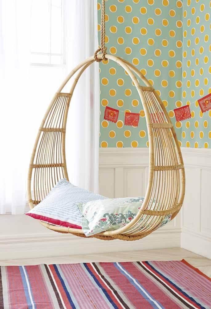 Balanço de vime com almofadas para quarto infantil colorido