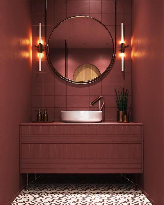 Banheiro decorado com a cor vinho