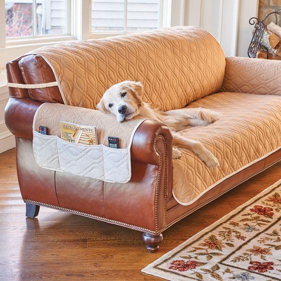 Capa de sofá de couro na cor bege