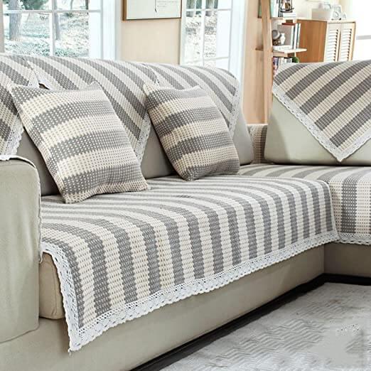 Capa de sofá feita de crochê
