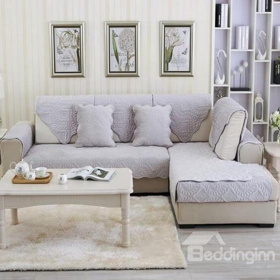 Capa de sofa lilás para sofá cinza