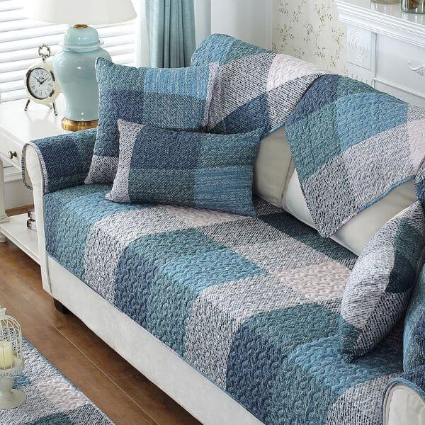 Capa para sofá em tons de azul