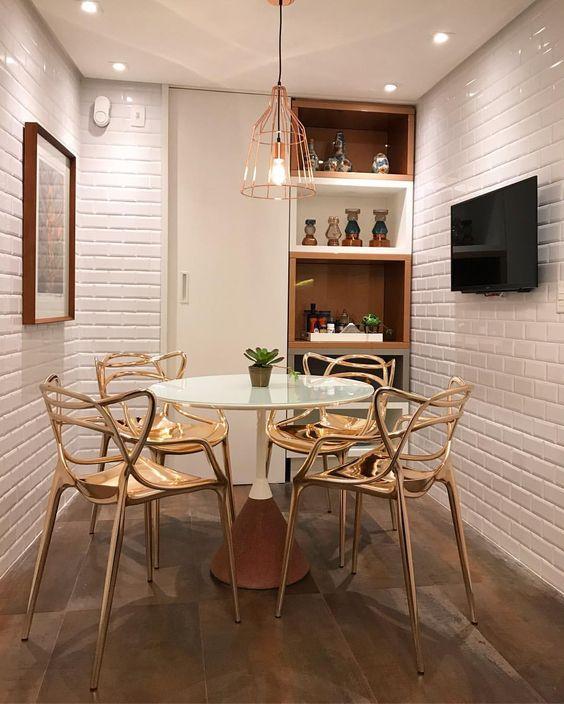Ceramica 3D para cozinha com mesa redonda pequena