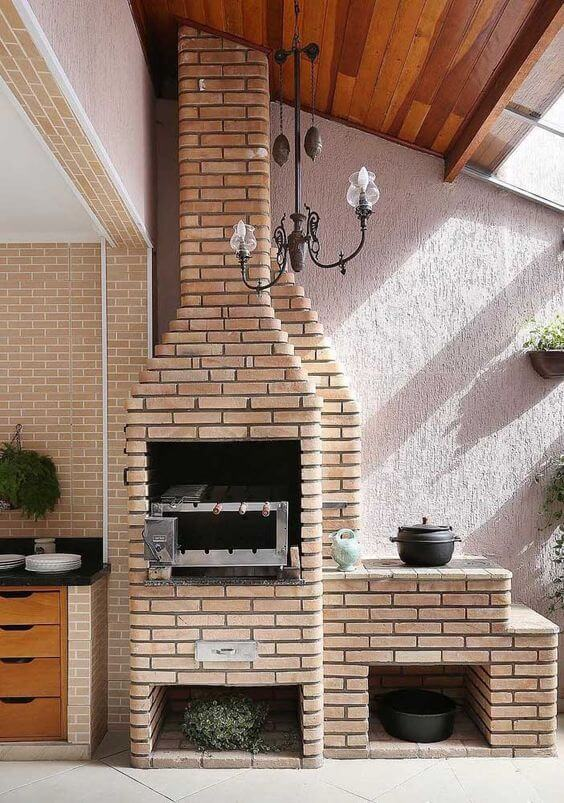 Churrasqueira de tijolinho pequena com fogão a lenha