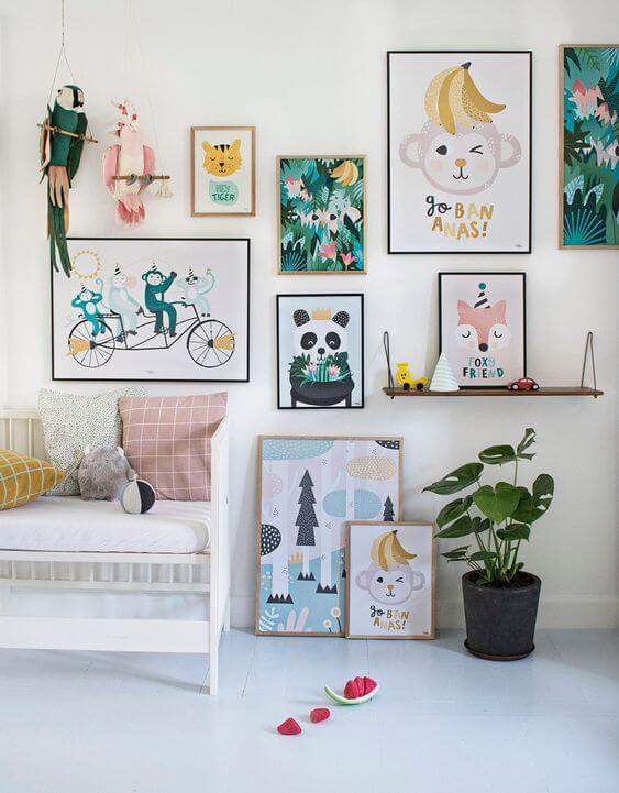 Conjunto de quadro infantil criativo na parede da cama