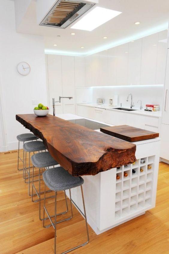 Cozinha com móveis planejados de madeira