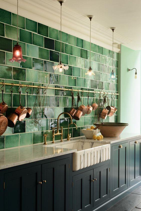 Cozinha com revestimento verde