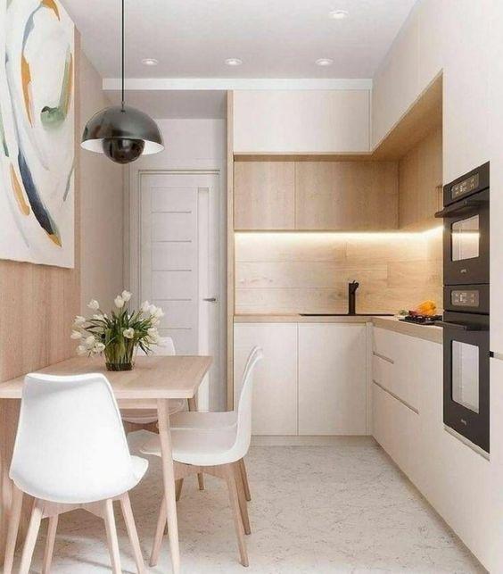 Cozinha pequena com revestimento bege