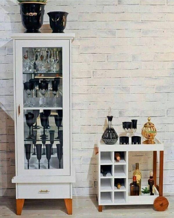 Cristaleira pequena e branca para decoração moderna