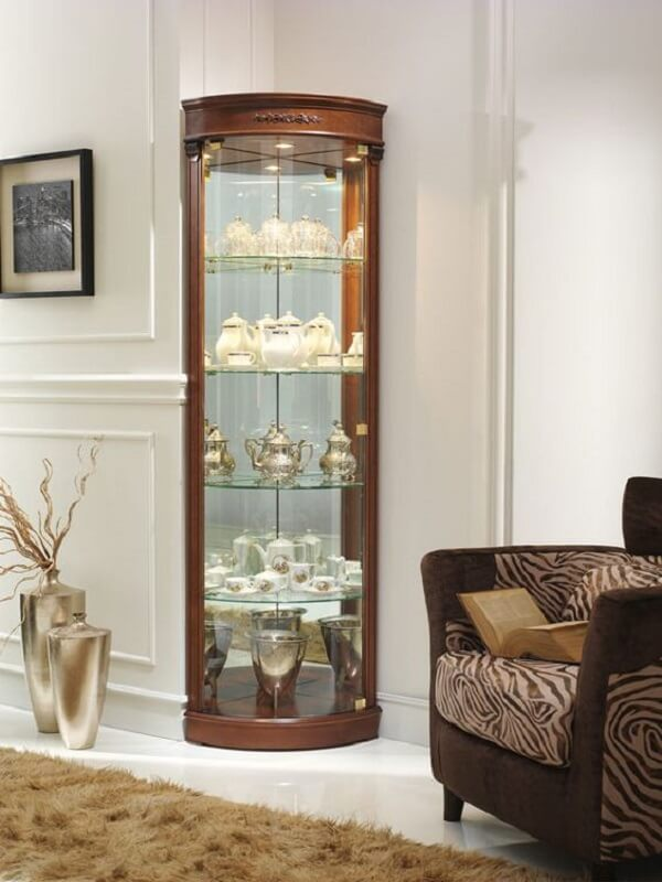 Cristaleira rústica de canto com prateleira de vidro e iluminação interna
