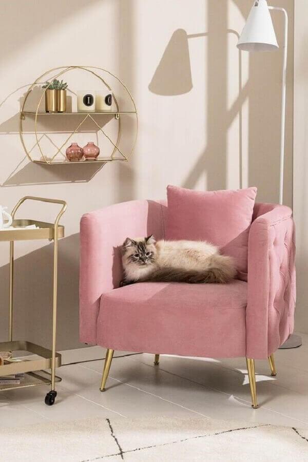 Decoração charmosa com poltrona pé palito rosa