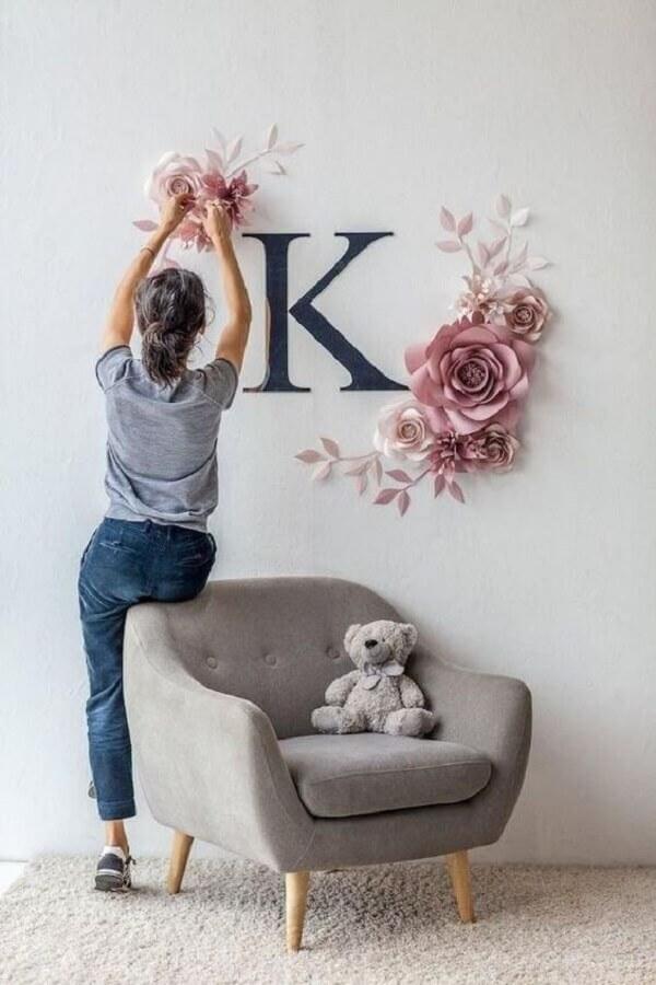 Decore o quarto de bebê com uma linda poltrona pé palito cinza