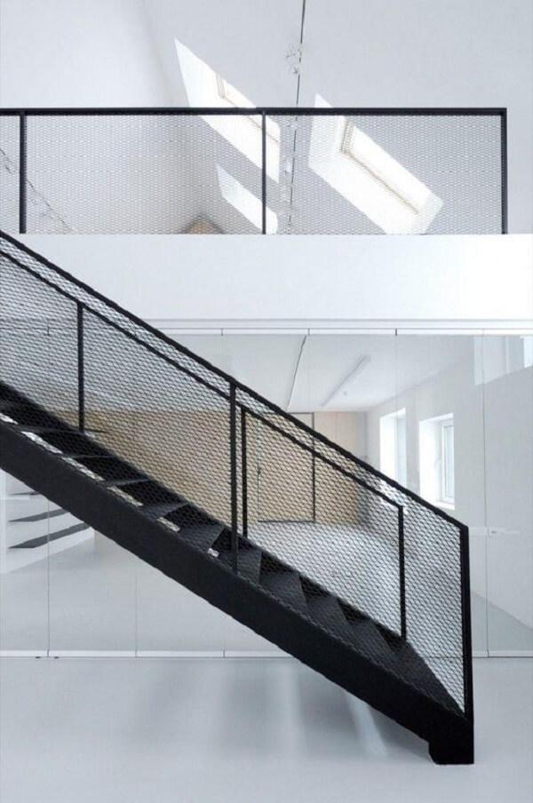 Estabelecimentos comerciais costumam a usar o revestimento para escada de ferro