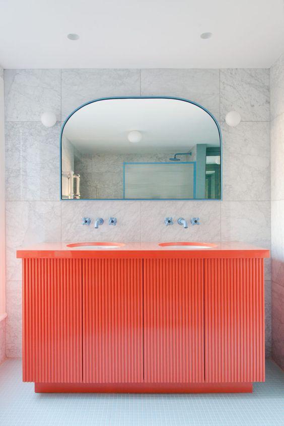 Gabinete cor coral para banheiro moderno