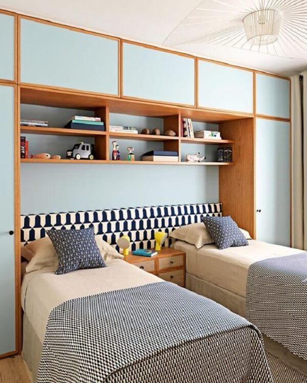 Guarda-roupa com cama embutida para quarto compartilhado