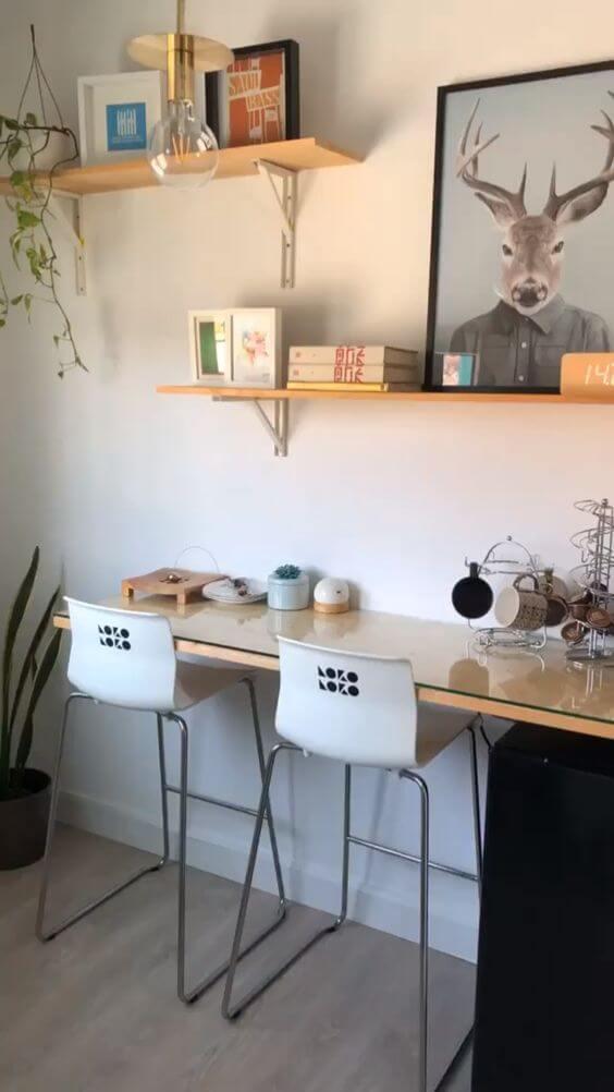 Home Office com prateleira e mão francesa