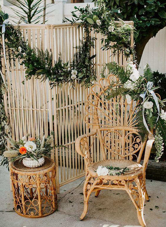 Jardim decorado com móveis de vime