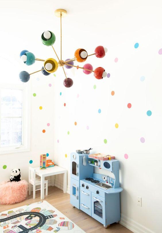Lustre infantil colorido para quarto divertido