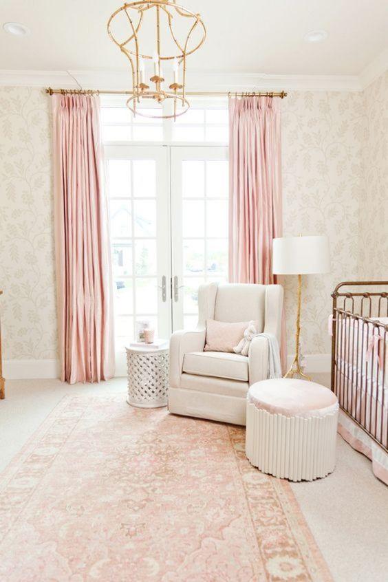 Lustre infantil dourado para quarto de menina