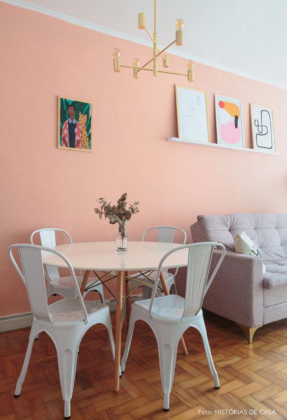 Mesa de jantar com cadeira de ferro branca