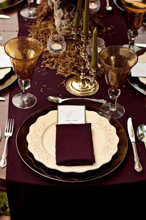Mesa de jantar cor vinho