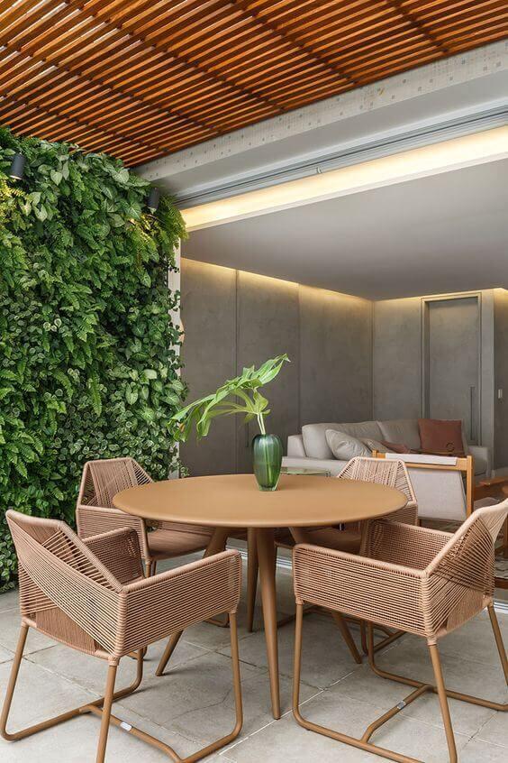 Mesa de madeira redonda para área externa