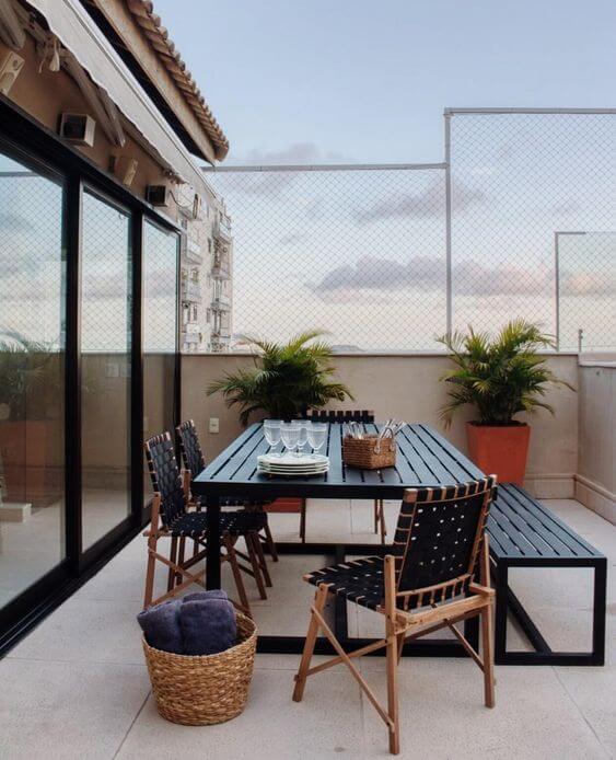 Mesa para área externa adequada ao seu ambiente