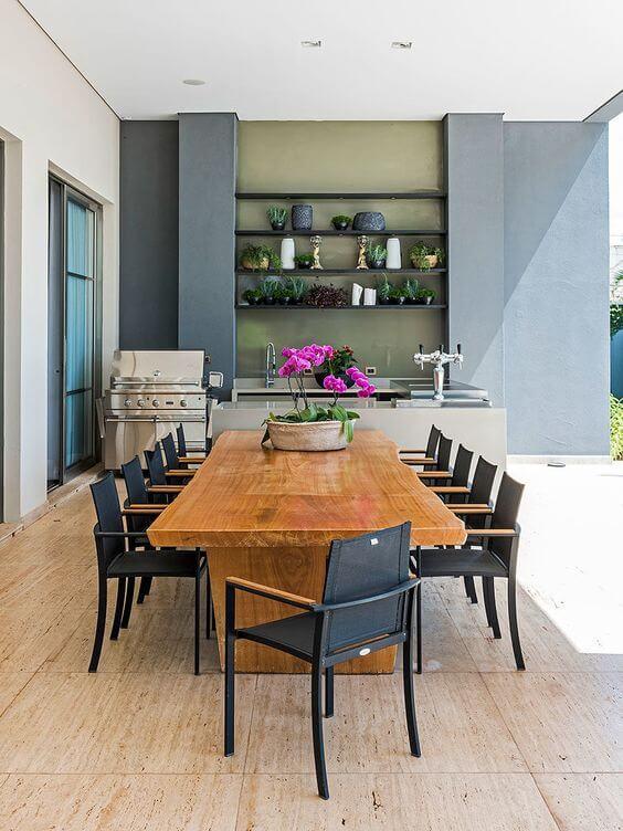 Mesas e cadeiras para área externa de madeira